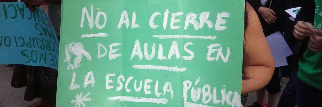 Movilización del colegio  República de Uruguay contra los recortes